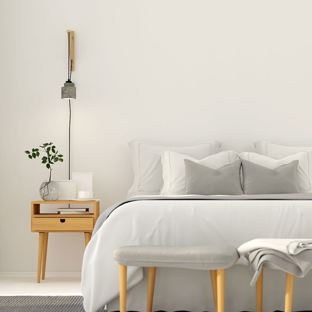 7 Things Decluttering Experts Never Have In The Bedroom
