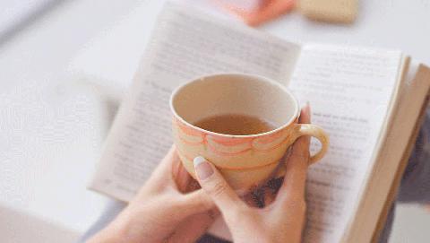 Cup, Cup, Coffee cup, Teacup, Hand, Drinkware, Mug, Tableware, Table, Finger,
