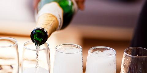 Drink, Champagne cocktail, Champagne stemware, Stemware, Alcoholic beverage, Champagne, Wine glass, Alcohol, Wine, Glass,