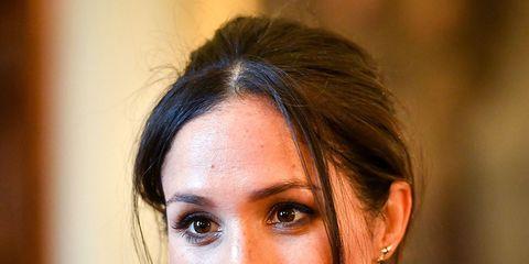 Hair, Face, Eyebrow, Hairstyle, Beauty, Lip, Skin, Chin, Shoulder, Fashion,