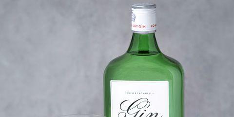Liqueur, Drink, Distilled beverage, Alcoholic beverage, Bottle, Gin and tonic, Glass bottle, Lime, Alcohol, Vodka and tonic,