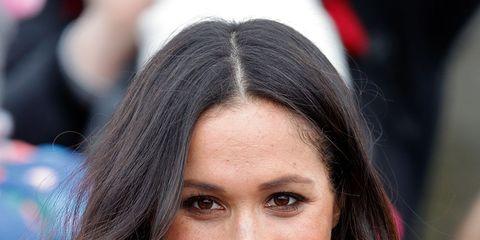 Hair, Face, Hairstyle, Eyebrow, Facial expression, Lip, Long hair, Beauty, Brown hair, Smile,