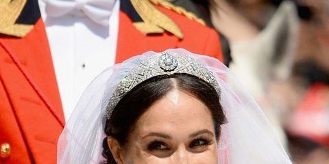 Facial expression, Headpiece, Bride, Veil, Hairstyle, Smile, Bridal veil, Hair accessory, Fashion accessory, Bridal accessory,