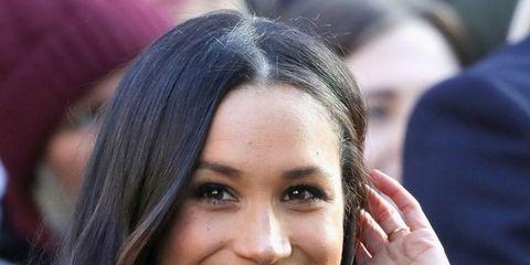 Hair, Face, Hairstyle, Eyebrow, Beauty, Smile, Chin, Lip, Long hair, Black hair,