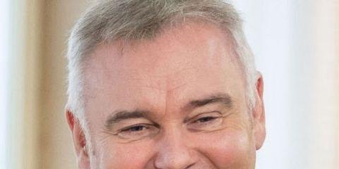 Chin, Forehead, White-collar worker, Businessperson, Smile, Official, Elder,