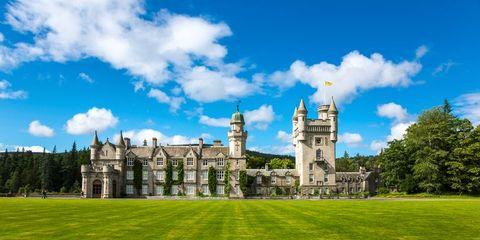 Estate, Nature, Green, Sky, Grass, Building, Natural landscape, Property, Castle, Lawn,