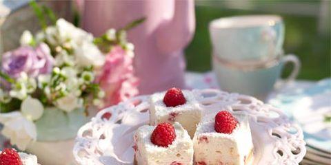 Serveware, Sweetness, Food, Dishware, Finger food, Cuisine, Ingredient, Dessert, Tableware, Fruit,