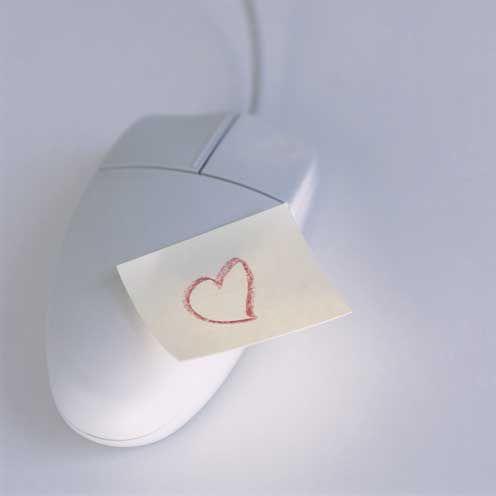 Online dating σε GH
