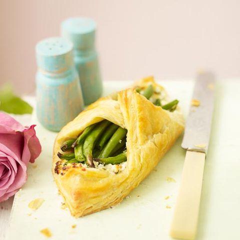 Food, Cuisine, Ingredient, Dish, Recipe, Petal, Garden roses, Breakfast, Hybrid tea rose, Rose family,