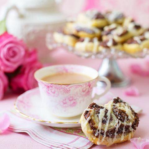 coffee cup, cup, serveware, drinkware, dishware, teacup, food, tableware, pink, saucer,