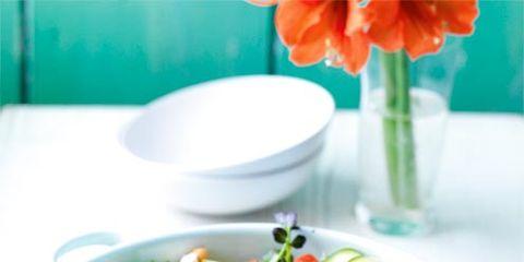 Food, Salad, Cuisine, Ingredient, Vegetable, Leaf vegetable, Serveware, Dishware, Produce, Petal,