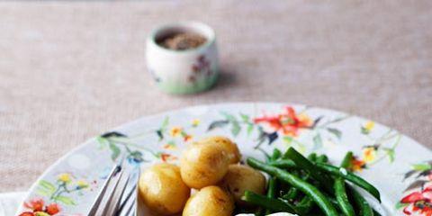 Serveware, Dishware, Food, Ingredient, Tableware, Meal, Cuisine, Dish, Egg yolk, Breakfast,