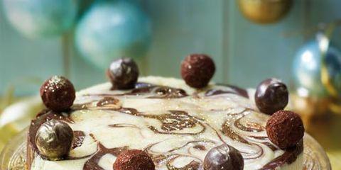 Food, Serveware, Sweetness, Cake, Cuisine, Ingredient, Dessert, Dish, Baked goods, Cake decorating,