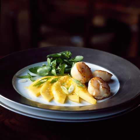 scallops with mango salad
