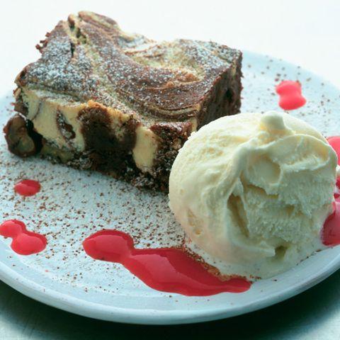 food, cuisine, dishware, dessert, ingredient, dish, serveware, tableware, plate, vanilla ice cream,