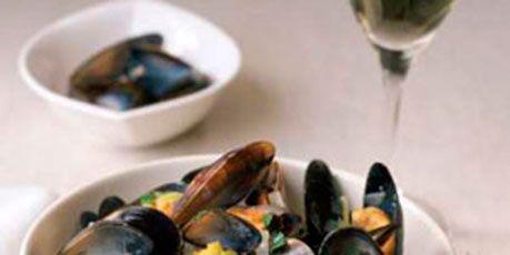 Serveware, Dishware, Food, Ingredient, Bivalve, Seafood, Glass, Tableware, Stemware, Ceramic,