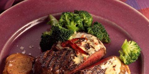Food, Dishware, Tableware, Ingredient, Plate, Serveware, Cuisine, Leaf vegetable, Beef, Broccoli,