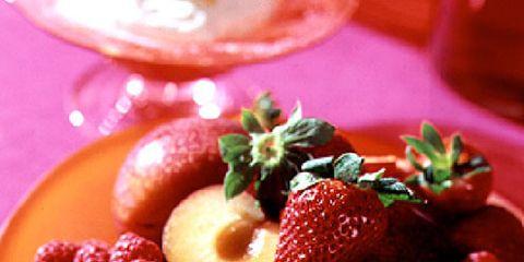 Food, Fruit, Natural foods, Sweetness, Produce, Tableware, Serveware, Frutti di bosco, Breakfast, Meal,