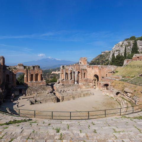 Ancient rome, Landmark, Ancient history, Amphitheatre, Ruins, History, Archaeological site, Ancient roman architecture, Historic site, Classical architecture,