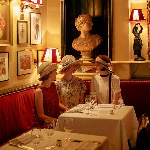 Tablecloth, Lighting, Hat, Textile, Interior design, Linens, Interior design, Picture frame, Headgear, Sun hat,