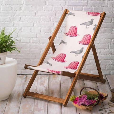 Wood, Flowerpot, Furniture, Hardwood, Houseplant, Wood flooring, Folding chair, Ceramic, Plywood, Fruit,