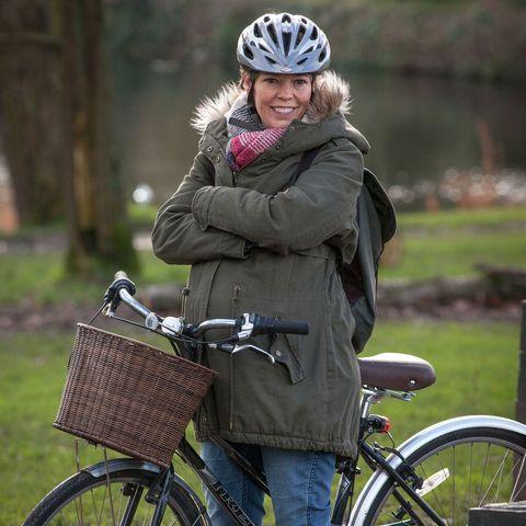 Bicycle tire, Wheel, Tire, Bicycle wheel, Bicycle, Bicycle wheel rim, Bicycle handlebar, Helmet, Bicycle accessory, Jacket,