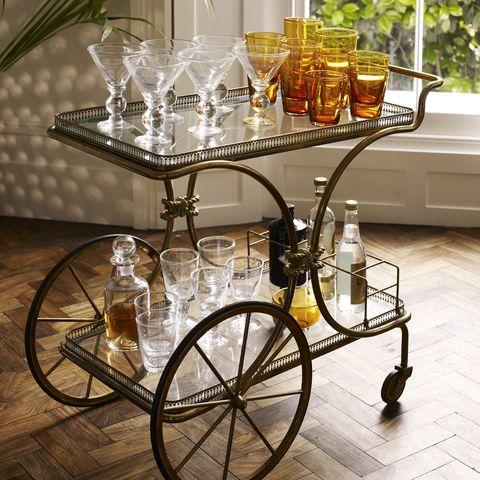 Spoke, Serveware, Bicycle wheel rim, Rim, Barware, Interior design, Bicycle, Houseplant, Bicycle accessory, Candle holder,