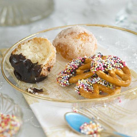 Food, Cuisine, Sweetness, Finger food, Ingredient, Baked goods, Dessert, Dish, Dishware, Serveware,