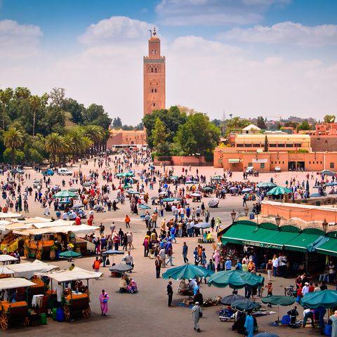 Tourism, Public space, City, Town, Tower, Crowd, Travel, Market, Clock tower, Human settlement,
