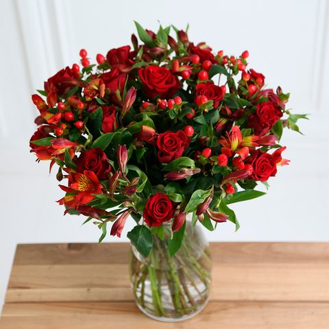 winner fairtrade winterberry bouquet by arena flowers 3799 and free delivery for 31 blooms - Red Christmas Flowers