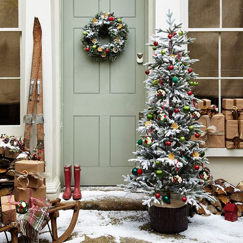 make an outdoor festive scene