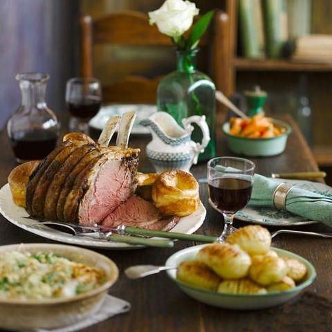 Serveware, Food, Meal, Dishware, Tableware, Cuisine, Table, Dish, Plate, Ingredient,