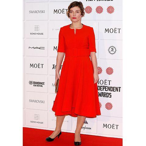 Dress, Sleeve, Shoulder, Red, One-piece garment, Style, Pattern, Formal wear, Waist, Flooring,