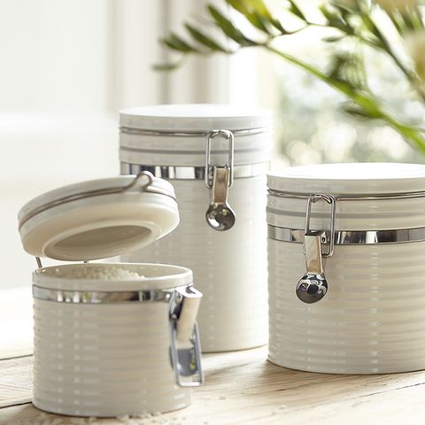Metal, Home accessories, Lid, Silver, Food storage containers, Cylinder, Aluminium, Kitchen utensil, Still life photography, Nickel,