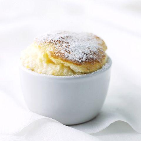 Serveware, Food, Cuisine, Ingredient, Dishware, Dessert, Sweetness, Dish, Baked goods, Powdered sugar,