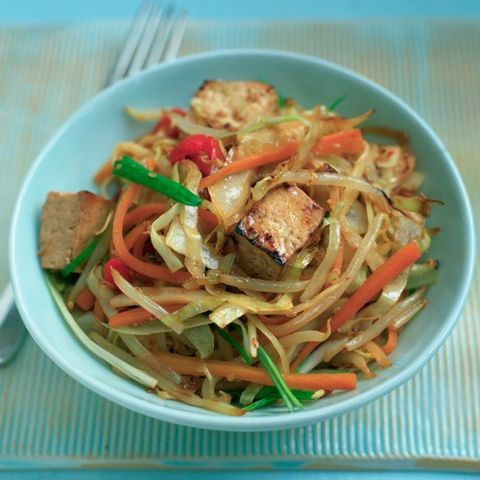Pasta, Food, Cuisine, Spaghetti, Noodle, Ingredient, Chinese noodles, Tableware, Fried noodles, Recipe,