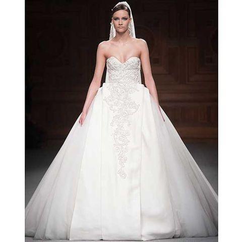 Clothing, Sleeve, Bridal clothing, Shoulder, Dress, Textile, Photograph, Joint, Wedding dress, White,