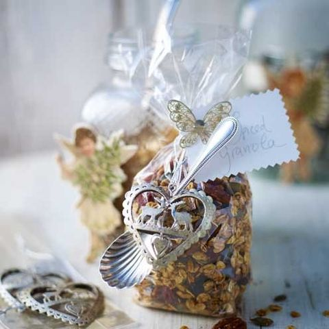 Confectionery, Porcelain, Present, Wedding favors, Natural material, Silver, Candy, Souvenir, Party favor, Cut flowers,