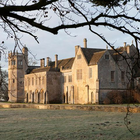 Window, Tree, House, Building, Facade, Landmark, Manor house, Medieval architecture, Mansion, Castle,