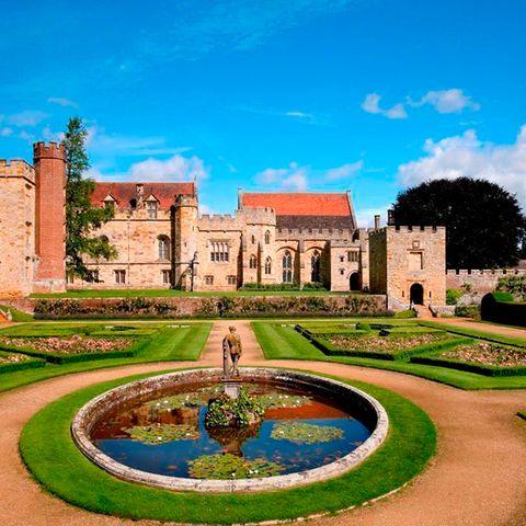 Plant, Garden, Landmark, Water feature, Palace, Park, Castle, Hedge, Landscaping, Estate,