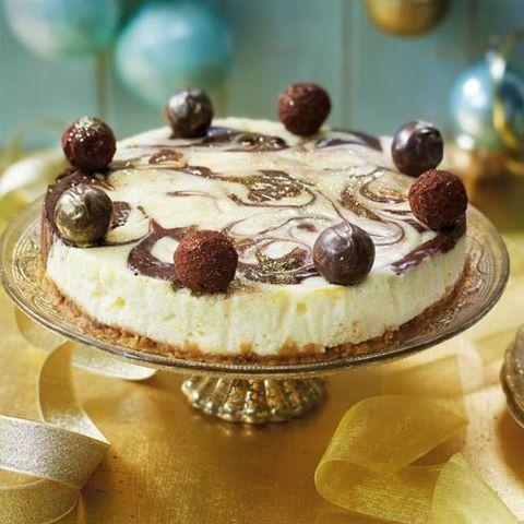 Food, Sweetness, Serveware, Cake, Cuisine, Ingredient, Dessert, Baked goods, Dish, Cake decorating,
