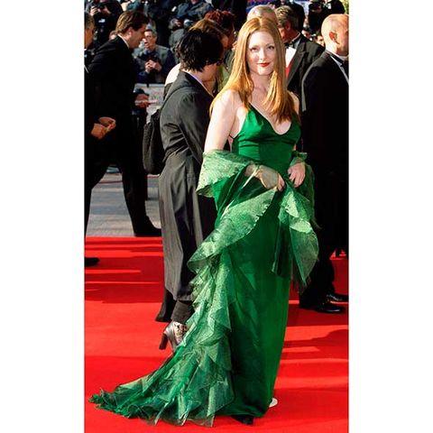 Event, Coat, Flooring, Outerwear, Suit, Formal wear, Dress, Style, Carpet, Premiere,
