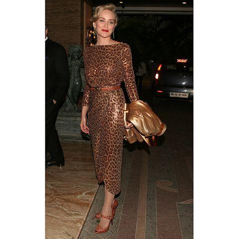Brown, Outerwear, Style, Bag, Fashion, Street fashion, Beige, Fashion model, Waist, Sandal,