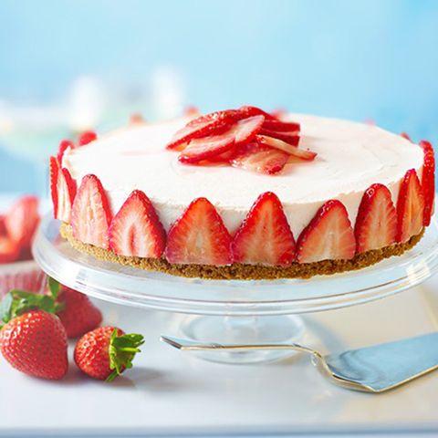 Food, Sweetness, Ingredient, Serveware, Fruit, Red, Dessert, Dishware, Cake, Strawberry,