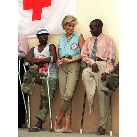 Leg, Product, Bag, T-shirt, Luggage and bags, Khaki, American red cross, Conversation, Employment, Job,