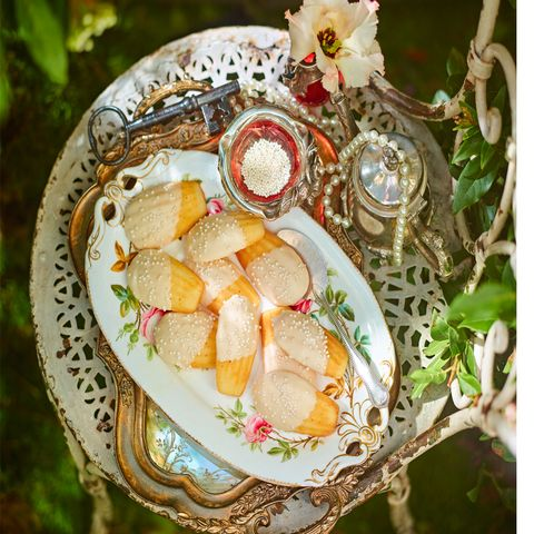 Serveware, Food, Dishware, Cuisine, Tableware, Sweetness, Dish, Meal, Peach, Plate,