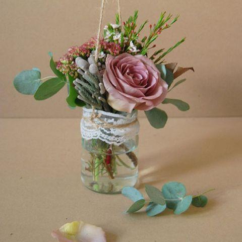 Petal, Flower, Flowering plant, Cut flowers, Bouquet, Garden roses, Hybrid tea rose, Botany, Rose family, Flower Arranging,
