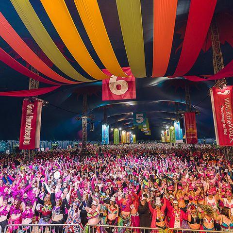 Entertainment, Magenta, Pink, Crowd, Stage, Performance, Audience, Music venue, Public event, Concert,