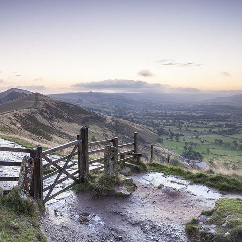 Mountainous landforms, Highland, Landscape, Mountain range, Hill, Mountain, Fell, Valley, Ridge, Split-rail fence,