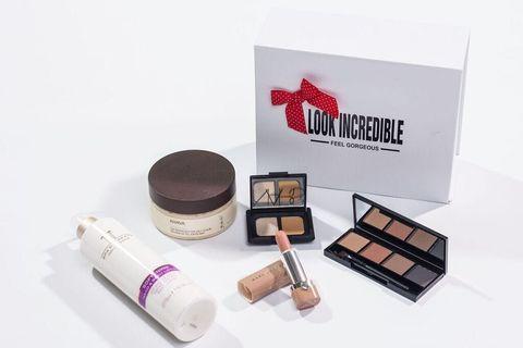 Eye shadow, Cosmetics, Product, Beauty, Eye, Powder, Material property, Eye liner, Liquid, Box,